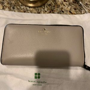 Matching wallet to clock tower/black purse